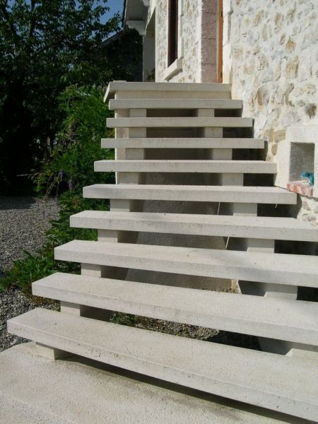 escalier beton exterieur prefabrique great escalier en beton exterieur escalier exterieur with. Black Bedroom Furniture Sets. Home Design Ideas